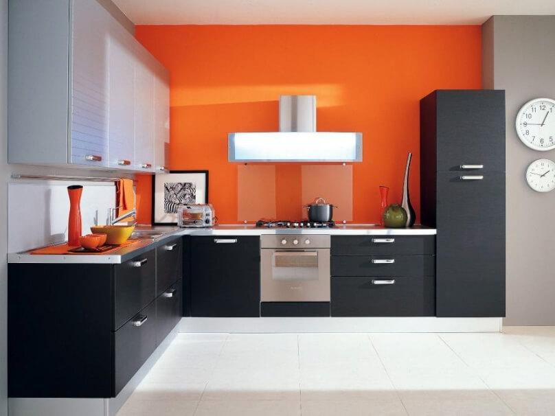 Оранжевый цвет на кухне в сочетании с другими цветами