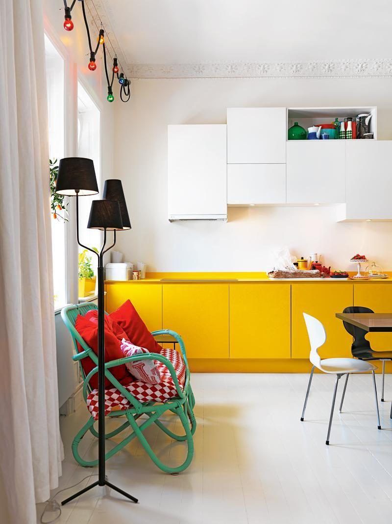 кухня белая с желтым