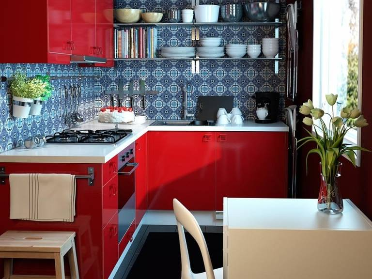 красная кухня сочетание цветов