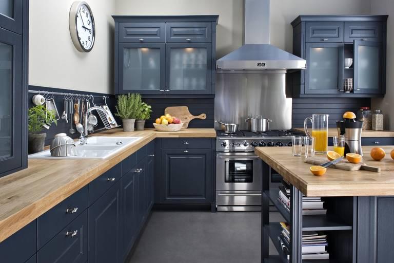 синяя кухня. Красивый цвет кухни
