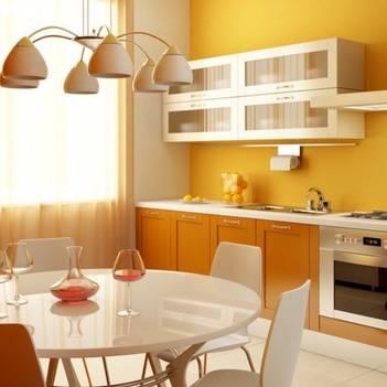 оранжевая кухня на желтом фоне