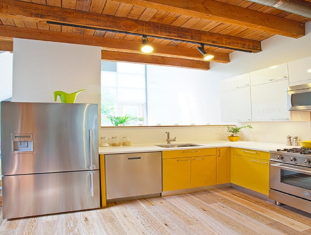 желтая кухня для частного дома
