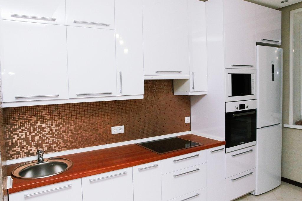 кухня из акрилового глянца белая