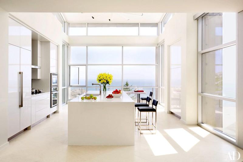 красивая кухня в белом цвете